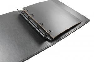 Ringbuch-mit-Trennern-und-verdeckter-Schraubenleiste-geoeffnete-Ansicht