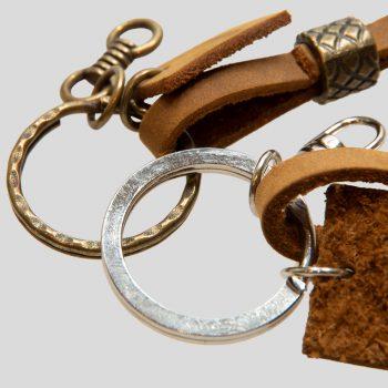 schlüsselanhänger-leder-metall-hochwertig